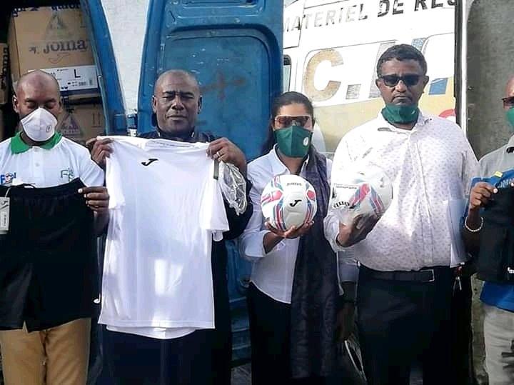 Foot Ball : La Fifa a offert des matériaux sportifs à la Ffc